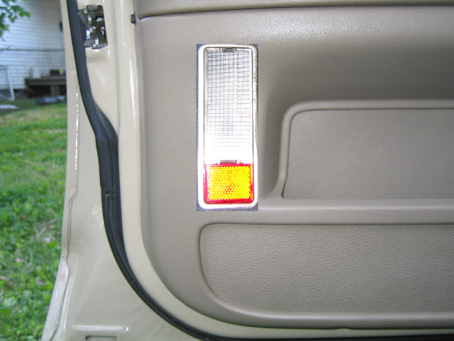 Photo9 front driver 39 s door courtesy light visualization for Door visualizer